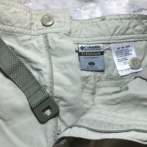Men's Large Columbia titanium zip off pant.